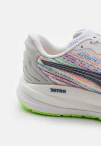 Puma - MAGNIFY NITRO  - Neutral running shoes - white/sunblaze/green glare - 5