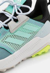 adidas Performance - TERREX TRAILMAKER GORE-TEX  - Løbesko trail - core black/clear mint/acid mint - 5