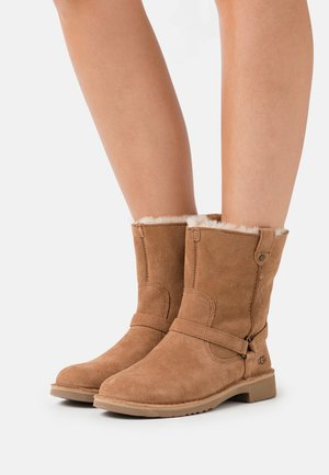 AVELINE - Winter boots - chestnut