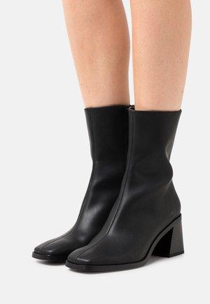 ROONEY BOOT VEGAN - Korte laarzen - black dark