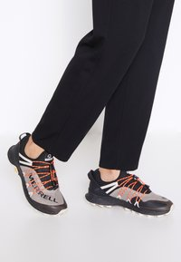 Merrell - LONG SKY SEWN - Zapatillas de trail running - black - 0