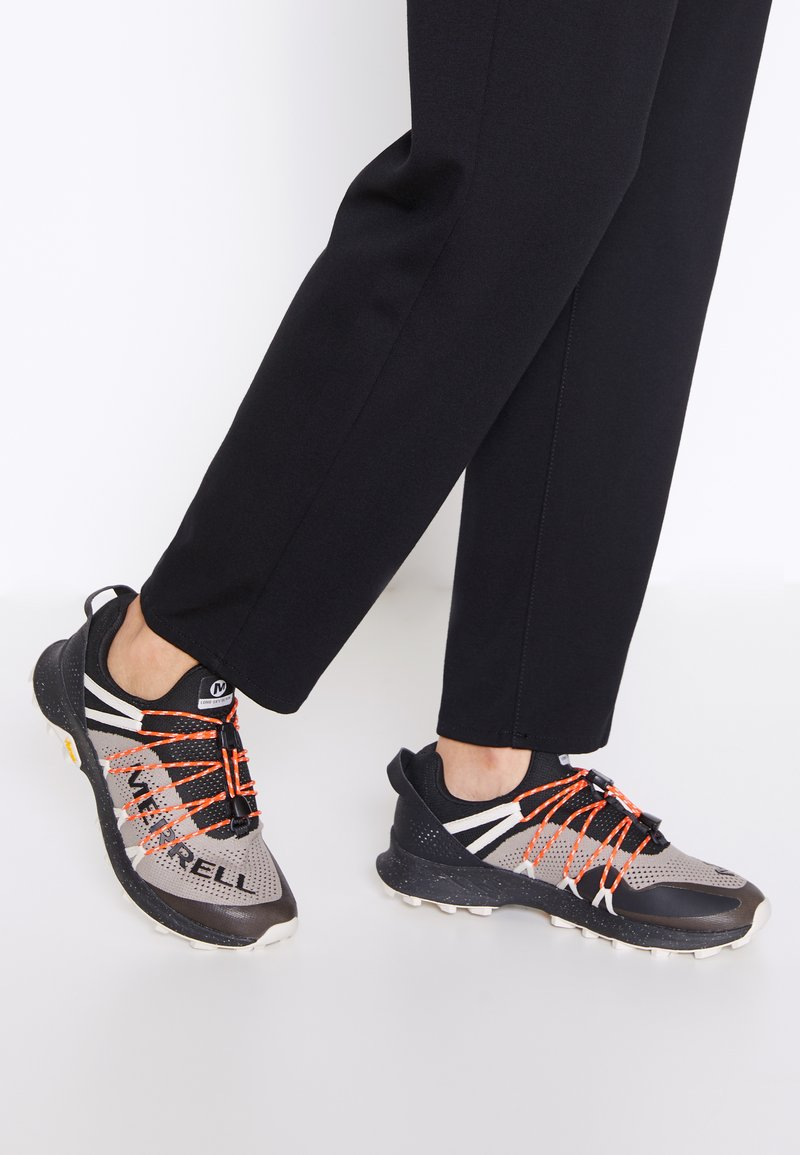 Merrell - LONG SKY SEWN - Zapatillas de trail running - black