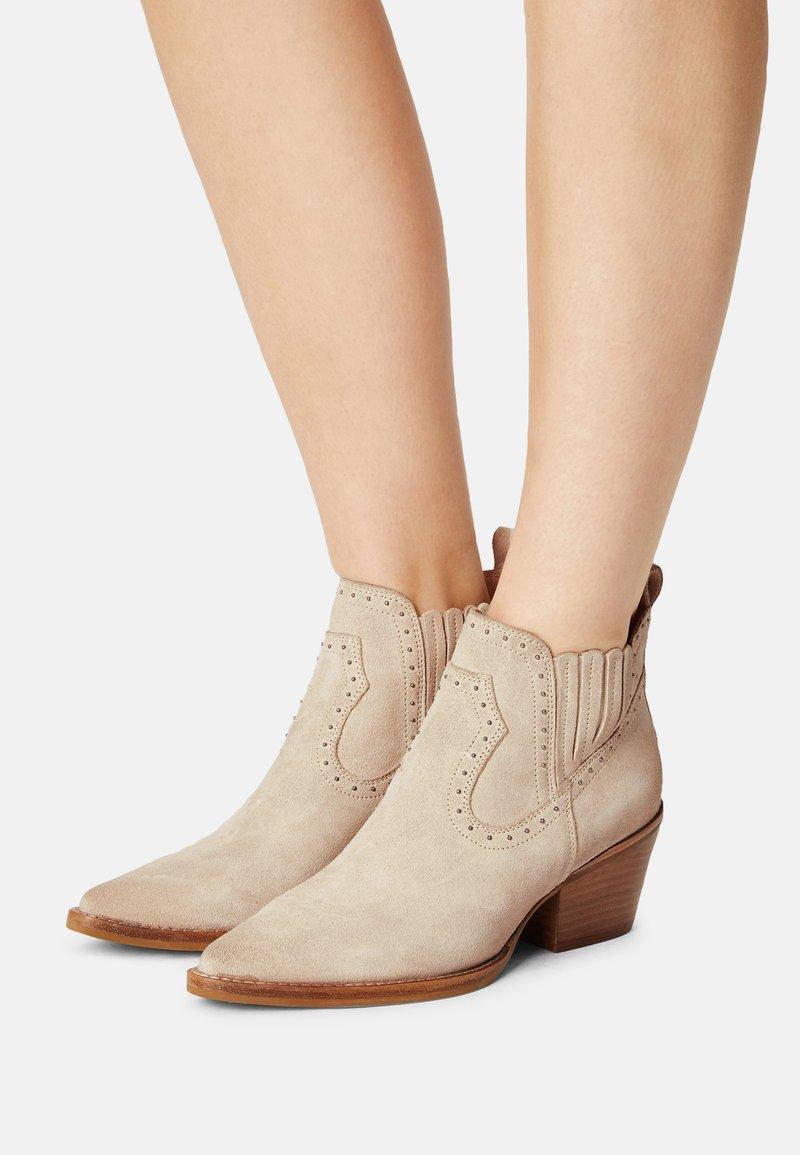 Bronx - JUKESON - Cowboy/biker ankle boot - sand