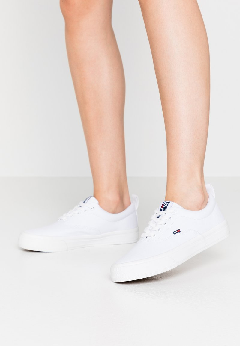 Tommy Jeans - CLASSIC  - Baskets basses - white