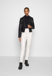 Ivyrevel - FAUX LEATHER TROUSERS - Leather trousers - off white - 1