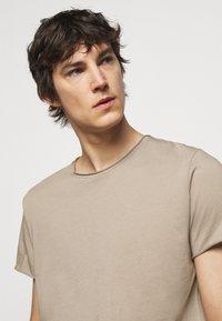 Filippa K - ROLL NECK TEE - Basic T-shirt - desert taupe - 4