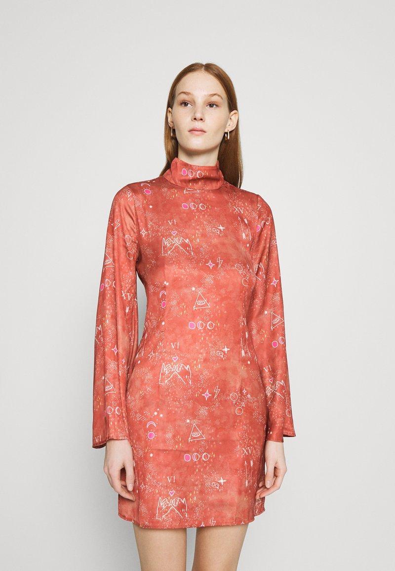 Never Fully Dressed - MINI MYSTIC - Korte jurk - red