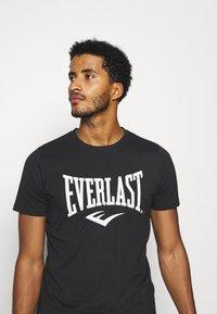 Everlast - BASIC TEE RUSSEL - Triko spotiskem - black - 3