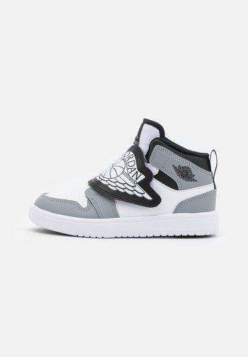 SKY 1 UNISEX - Basketbalové boty - white/black/particle grey