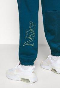 Nike Sportswear - PANT - Tracksuit bottoms - valerian blue/deep ocean/metallic gold - 3