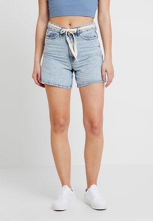 PANDITA MON - Short en jean - bleached in blue