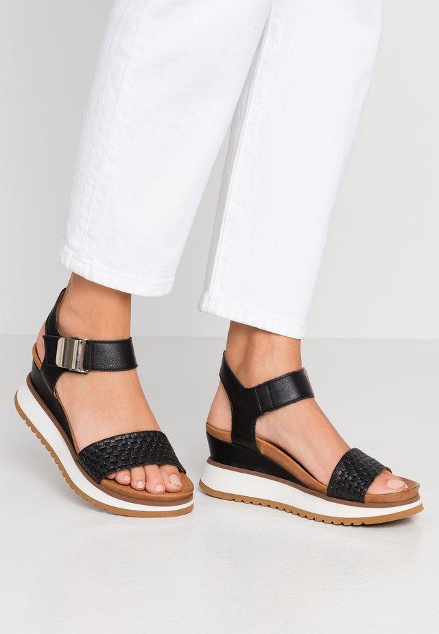 KAREN - Sandały na platformie - black