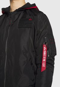 Alpha Industries - HOOD CUSTOM - Bomber Jacket - black/red - 7