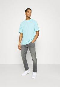 Nudie Jeans - GRIM TIM - Jeans slim fit - pale grey - 1