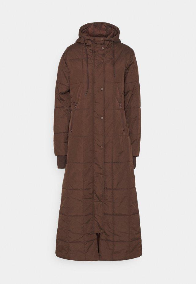 QUILTED PUFFER LONG COAT - Abrigo de invierno - brown