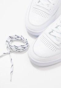 Reebok Classic - CLUB C 85 - Sneaker low - white/conavy/fire orange - 5