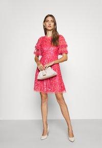 Needle & Thread - SEREN MINI DRESS - Koktejlové šaty/ šaty na párty - watermelon pink - 1
