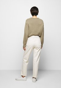 CLOSED - PEDAL PUSHER - Relaxed fit jeans - ecru - 2