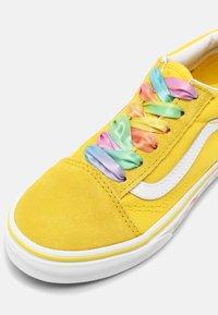Vans - UY OLD SKOOL - Sneakers laag - rainbow/cyber yellow/true white - 4