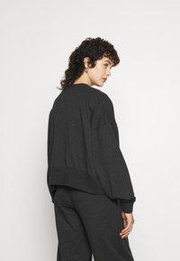 Nike Sportswear - CREW - Sudadera - black heather - 2