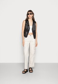 BDG Urban Outfitters - STITCH SKATE - Jeans relaxed fit - ecru - 1