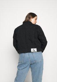 Calvin Klein Jeans Plus - 90S TRUCKER - Denim jacket - black denim - 2