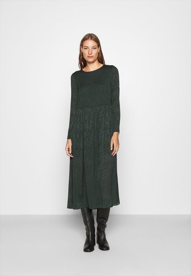 LARIMAR LONG DRESS - Maksimekko - darkest spruce