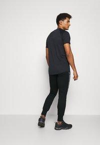 Jack & Jones Performance - JCOZHALF TAPE  - Pantalon de survêtement - black - 2