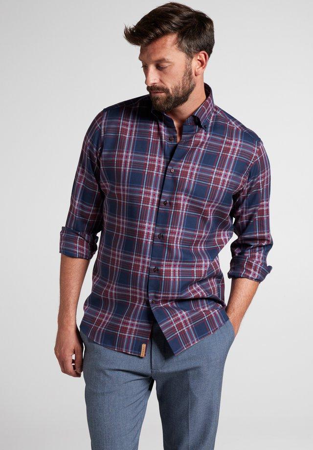MODERN FIT - Shirt - rot/dunkelblau