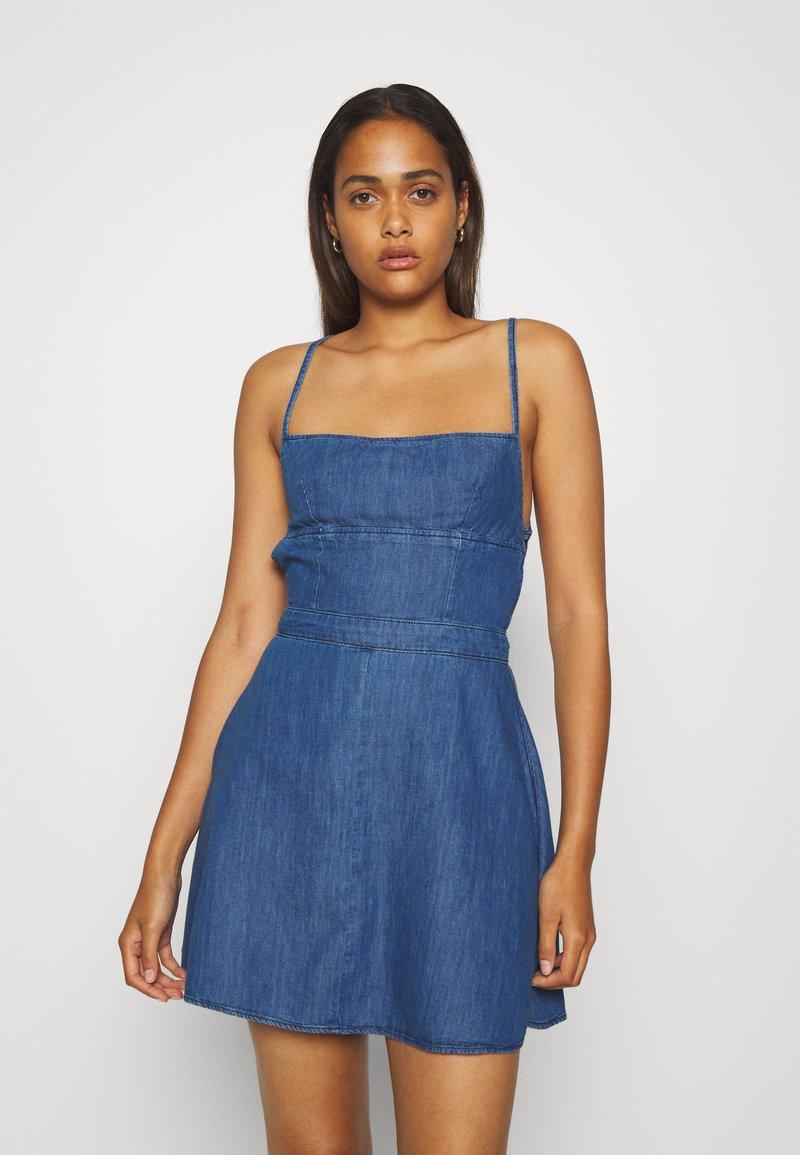 Pepe Jeans - DAZZLE - Denimové šaty - denim