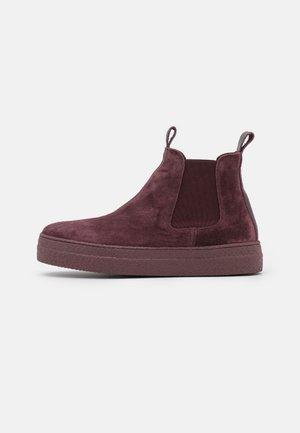 Platform ankle boots - evolo prugna