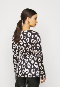 New Look Petite - MIA ANIMAL BELTED SHELL - Blouse - black - 2