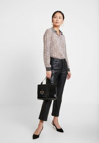 Guess - LESLIE - Button-down blouse - cool pink - 1