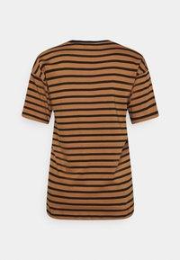 Carhartt WIP - ROBIE - Print T-shirt - robie/rum/black - 6