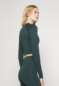 ONLY Play - ONPJAVO CIRCULAR CROPPED - Long sleeved top - darkest spruce - 2