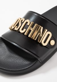 MOSCHINO - Pantofle - black - 5
