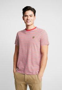Lyle & Scott - STRIPE - T-shirt con stampa - red - 0