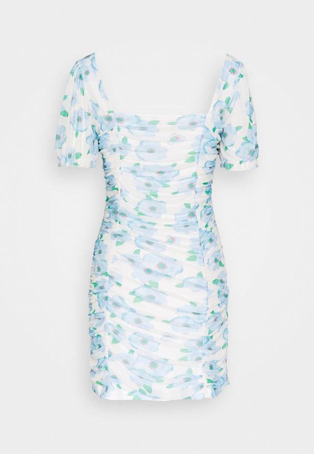 FLORAL RUCHED MINI DRESS - Vestito estivo - white/blue
