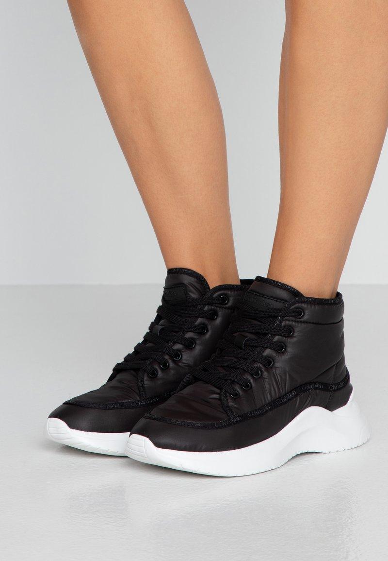 Calvin Klein - UDA - Høye joggesko - black