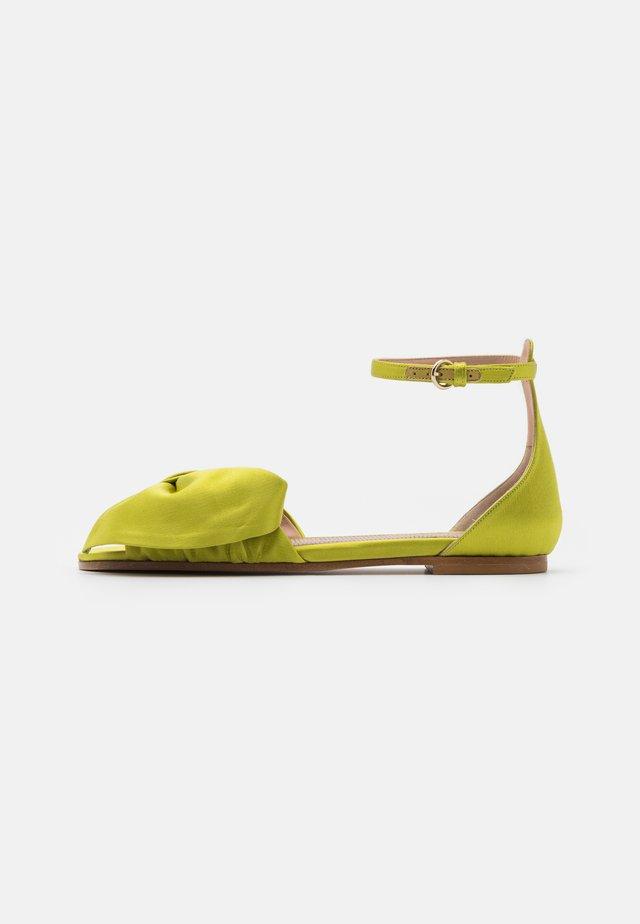 Sandaalit nilkkaremmillä - sun