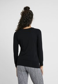 Curare Yogawear - BOAT NECK - T-shirt à manches longues - black - 2