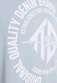 TOM TAILOR DENIM - HOODY WITH PRINT - Mikina - foggy blue - 2