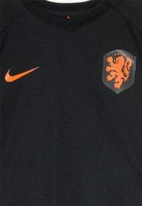 Nike Performance - NIEDERLANDE KNVB I NK BRT KIT AW SET - Sports shorts - black/safety orange - 6