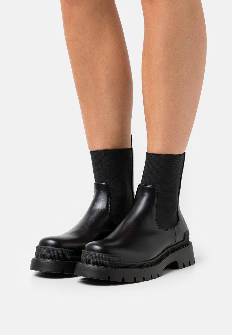 RAID - LYRA - Kotníkové boty na platformě - black