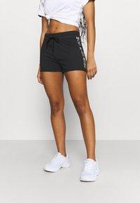Champion - SHORTS - Pantalón corto de deporte - black - 0
