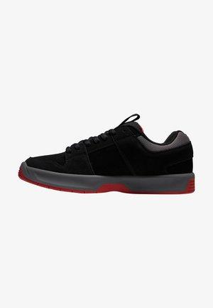 LYNX - Matalavartiset tennarit - black/grey/red