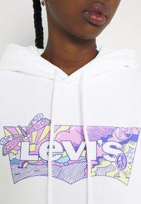 Levi's® - GRAPHIC STANDARD HOODIE - Hoodie - white - 5