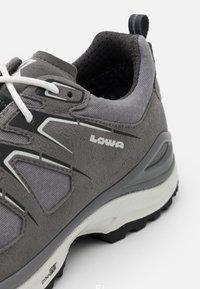 Lowa - INNOX EVO GTX - Chaussures de marche - grey/offwhite - 5