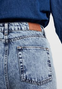 BDG Urban Outfitters - MOM - Relaxed fit jeans - acid wash blue - 5