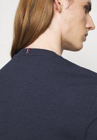 Les Deux - AMALFI  - Print T-shirt - dark navy - 3